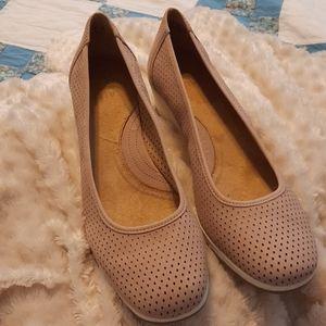 Light rose comfort shoe never worn.  Size 12w